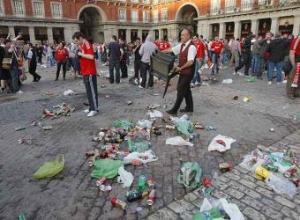 Aspecto_plaza_Mayor_paso_hinchas_Liverpool