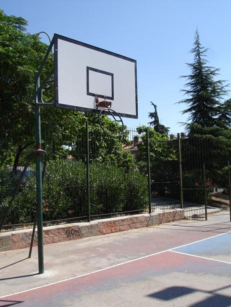 Las instalaciones deportivas de Madrid para los ciudadanos dan bastante pena, si es que existen